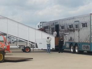 California Chrome leaves K2 aircraft for ride to Pimlico
